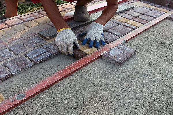 Мастер по укладке тротуарной плитки